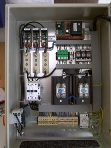 Controlling switchboard for etectric crucible furnaces